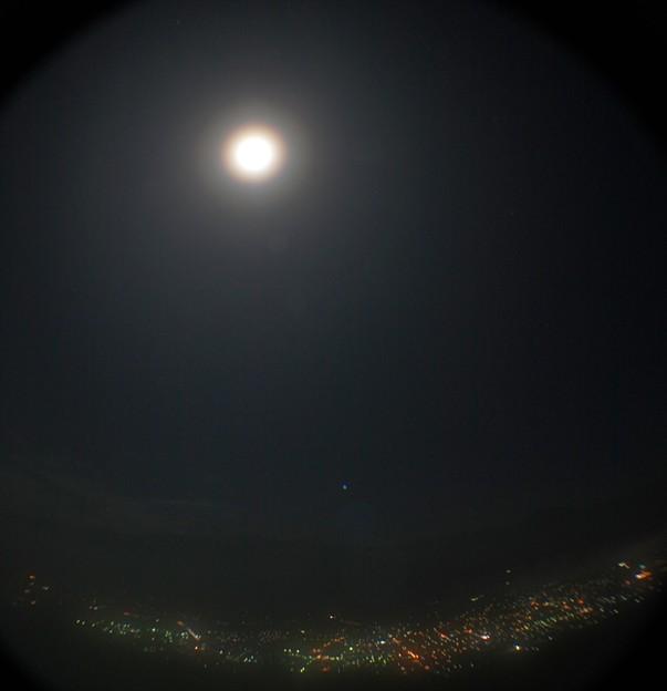 月光環虹と夜景
