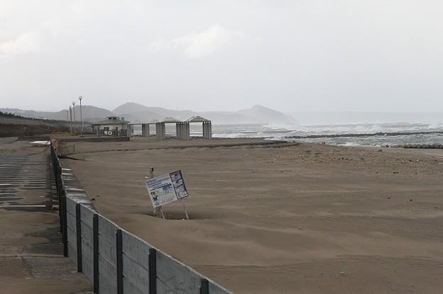 かろいちの砂浜