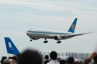 1003小松13 民間機も飛んでます