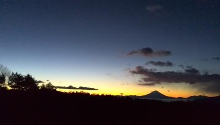 フジヤマ 夜明け前