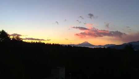 フジヤマ 夜明け前 赤みを帯びる1