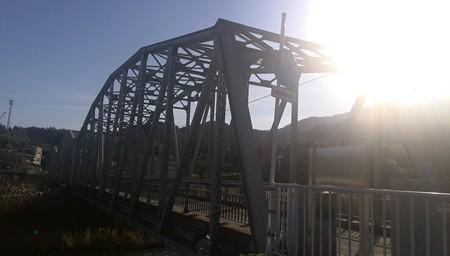 少し行ったら鉄橋。平山橋。歩行者用だが古い橋。
