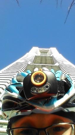 横浜ランドマークタワーです。決して滑り台ではありませんよ。
