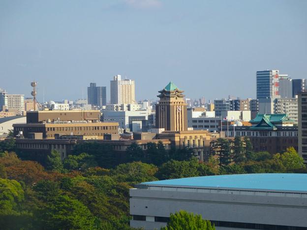 秋の名古屋城 - 30:天守閣最上階からの眺め(名古屋市役所と愛知県庁)