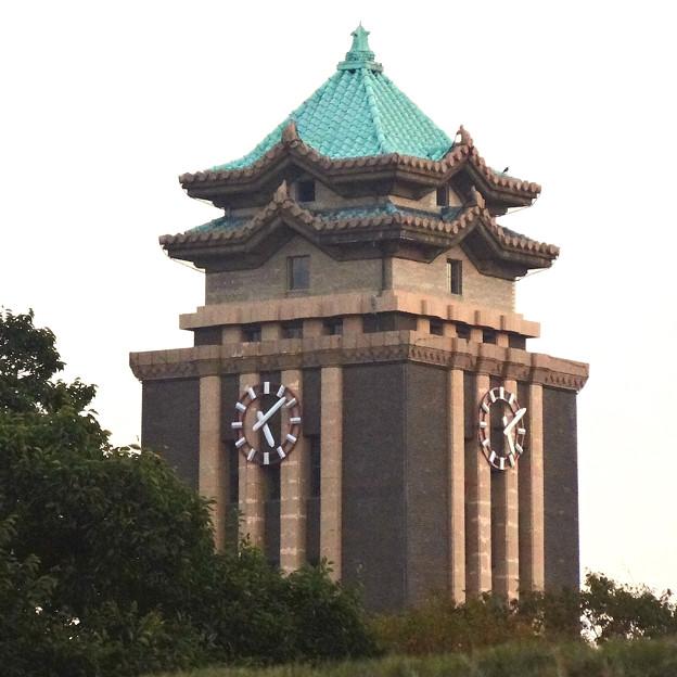 秋の名古屋城 - 93:東門付近から見えた、名古屋市役所の時計台