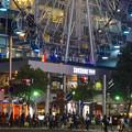 写真: 多くの人が歩いてた、週末の夜のサンシャインサカエ前の交差点 - 1