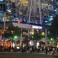 写真: 多くの人が歩いてた、週末の夜のサンシャインサカエ前の交差点 - 2