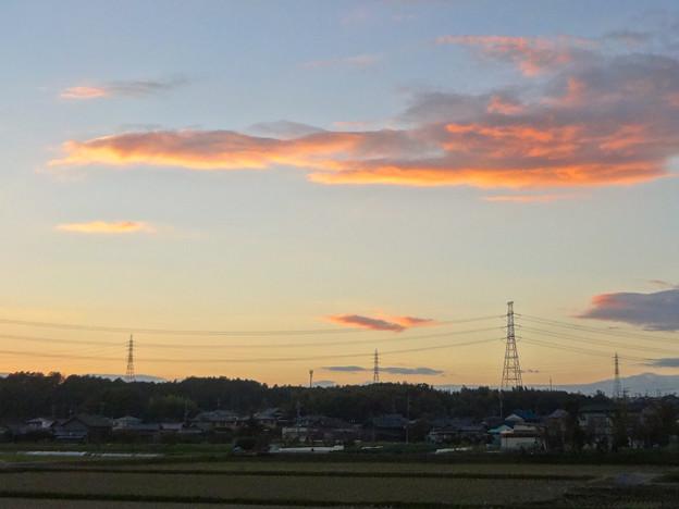 Photos: 夕焼け、棚引く雲、送電線 - 1