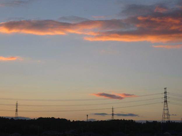 Photos: 夕焼け、棚引く雲、送電線 - 2