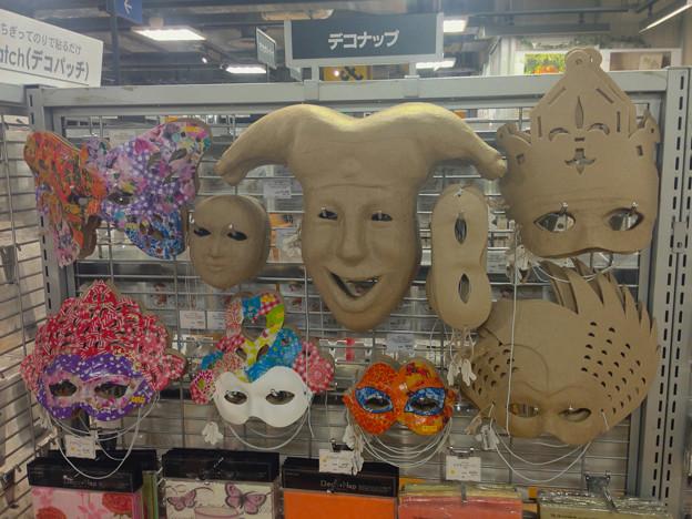 紙で作られた、デコれる仮面!