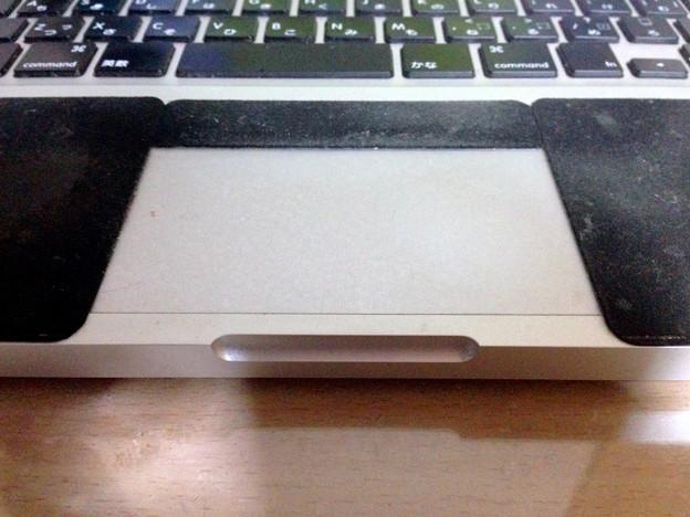 MacBook 13:トラックパッド上部に黒いシートを貼る - 2