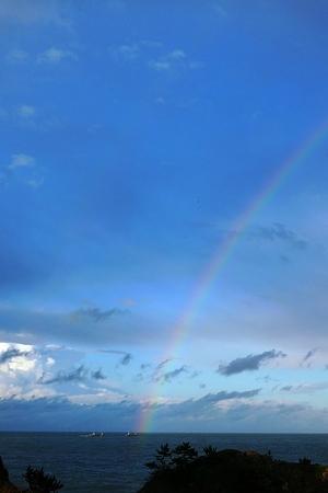 水平線から虹が・・ (3)