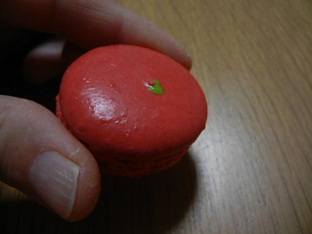 赤いマカロン、イチゴかな?