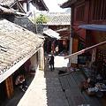 写真: 麗江古城の路地