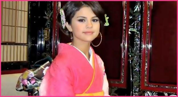Selena Gomez of a Japanese kimono (400)
