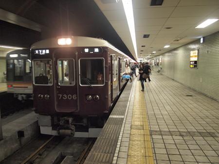 阪急7300系普通 堺筋線日本橋駅02