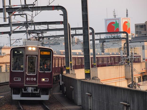 阪急8000系急行  阪急宝塚線豊中駅02