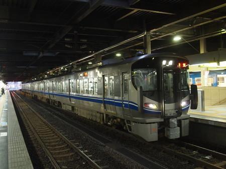 521系普通   北陸本線金沢駅01