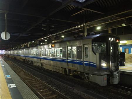 521系普通   北陸本線金沢駅02