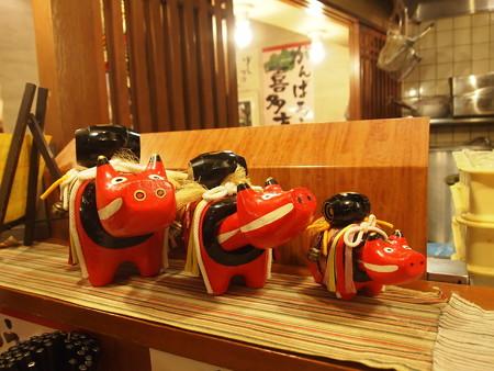 坂内食堂の赤べこ02
