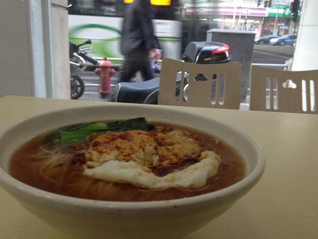 新しく出来た店の麺 目玉焼き付き 14-10-15 (7)