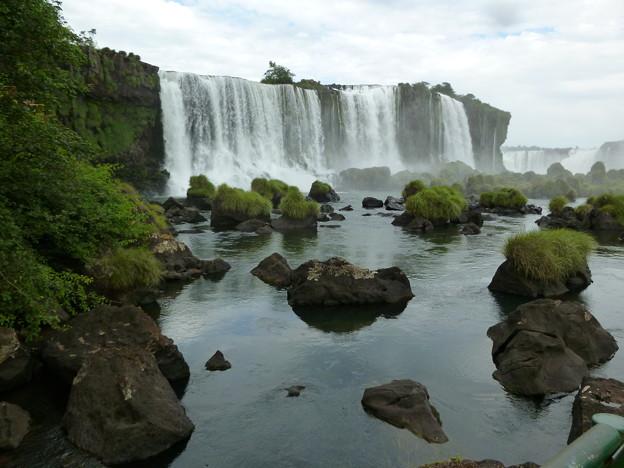 水が少なくて迫力の無いイグアスの滝