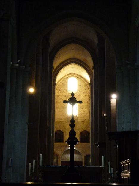 ロマネスクの聖堂内