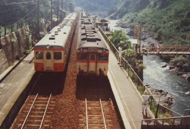 キハ20普通とキハ58急行丹後 保津峡駅