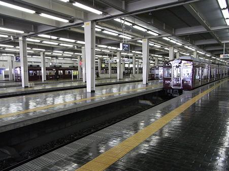 阪急電車2(阪急梅田駅)