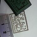 写真: 小さめの切手はんこを彫りま...