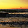 夕暮れの富士と海
