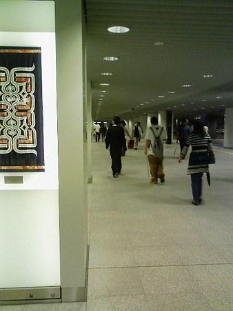 真新しい地下歩行空間を通って札幌駅から大通公園へ向かう。