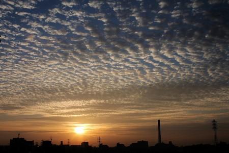 朝日と羊雲