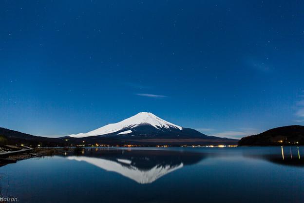 夜富士と星空