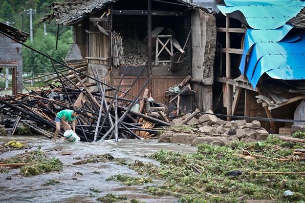 暴風雨で家が村が壊れちゃったby浙江省の農村 (5)
