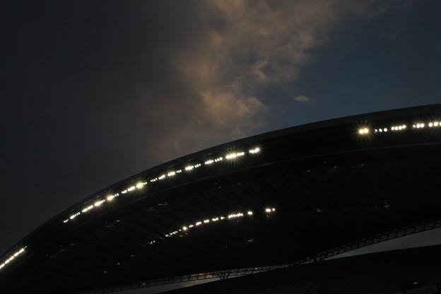 091 夕闇に沈むスタジアム