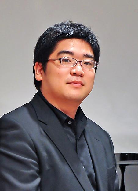 写真: 鈴木慎崇 すずきよしたか ピアノ奏者 ピアニスト        Yoshitaka Suzuki