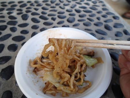 つぬ丸さん&takeさんお手製焼きそば(鶴越 自家製中華めん使用) 麺アップ