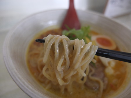 はな禅 カレーnoodle(限定) 麺アップ