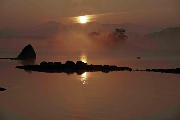 檜原湖の日の出