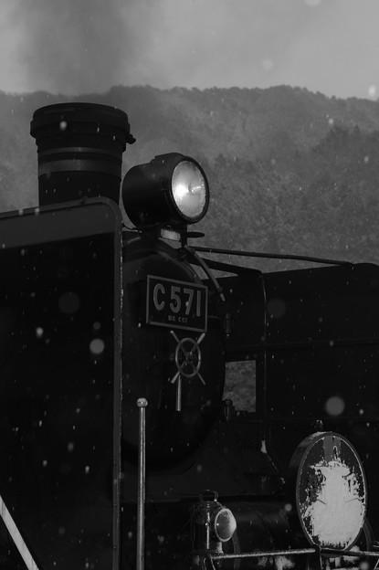 汽笛に舞う雪