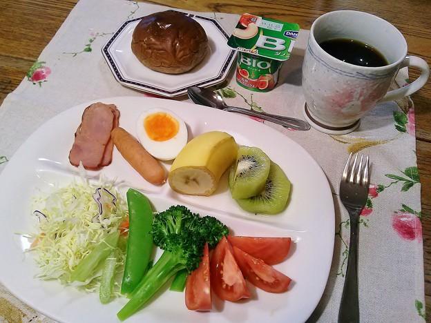 黒糖パンの朝食