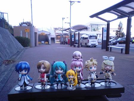 ミク:「それでは、各駅停車九州への旅、出発しまぁーす♪」 リン:「...