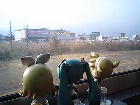 岡山→北長瀬間。 レン:「やっぱり電車の旅が一番いいよ」 ミク:「...