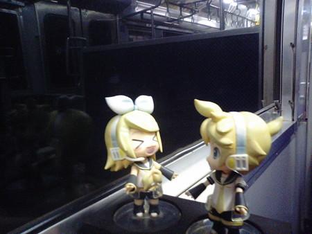 浅海井駅に停車。 リン:「我をあざむいたなぁー?!」 レン:「は?」