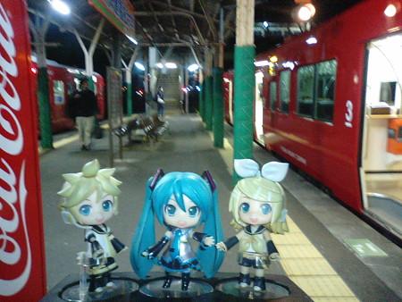 ミク:「延岡駅に到着です!」 レン:「やぁー、疲れた疲れた」 リン...