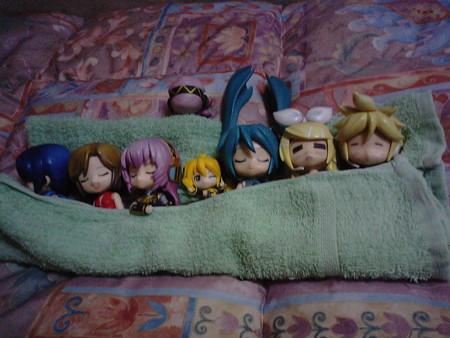 おチビちゃん達はとっくにおやすみゅーモードですが、はぁもはもう少...