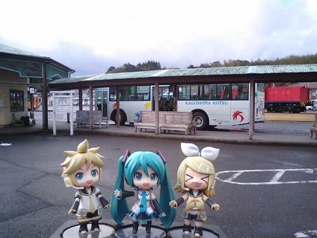 レン:「加世田に着いた!」 ミク:「次のバスまで1時間ちょっと、ゆ...