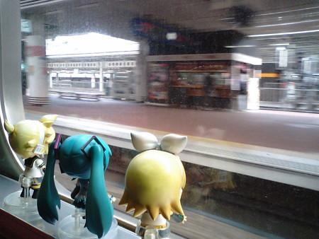 博多駅に停車。 レン:「今回も素通りか」