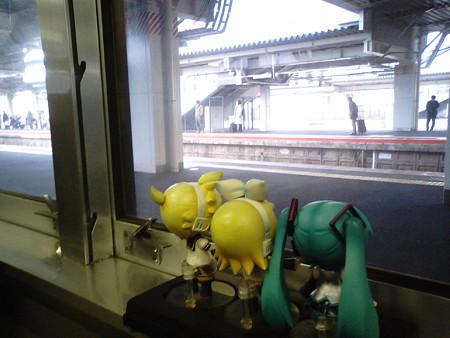 新山口駅に停車。